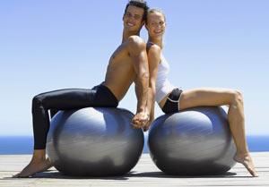 Упражнения на фитболе для ягодиц