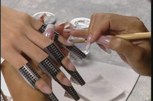 Поговорим об этапах технологии наращивания ногтей из геля