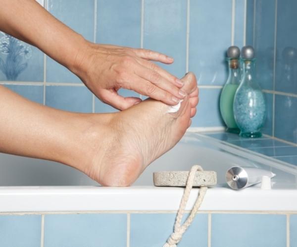 Симптомы грибка между пальцев ног