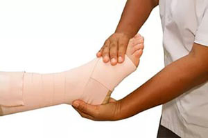 Быстрое лечение растяжения связок голеностопа в домашних условиях